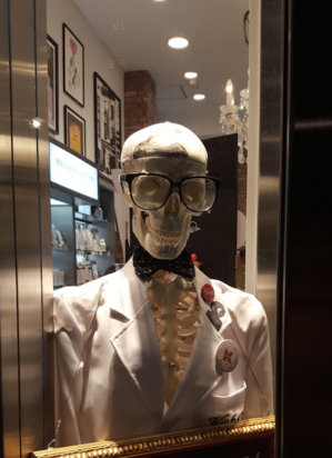 Skeleton in Ginza.png