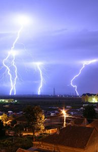 800px-lightning_over_oradea_romania_3